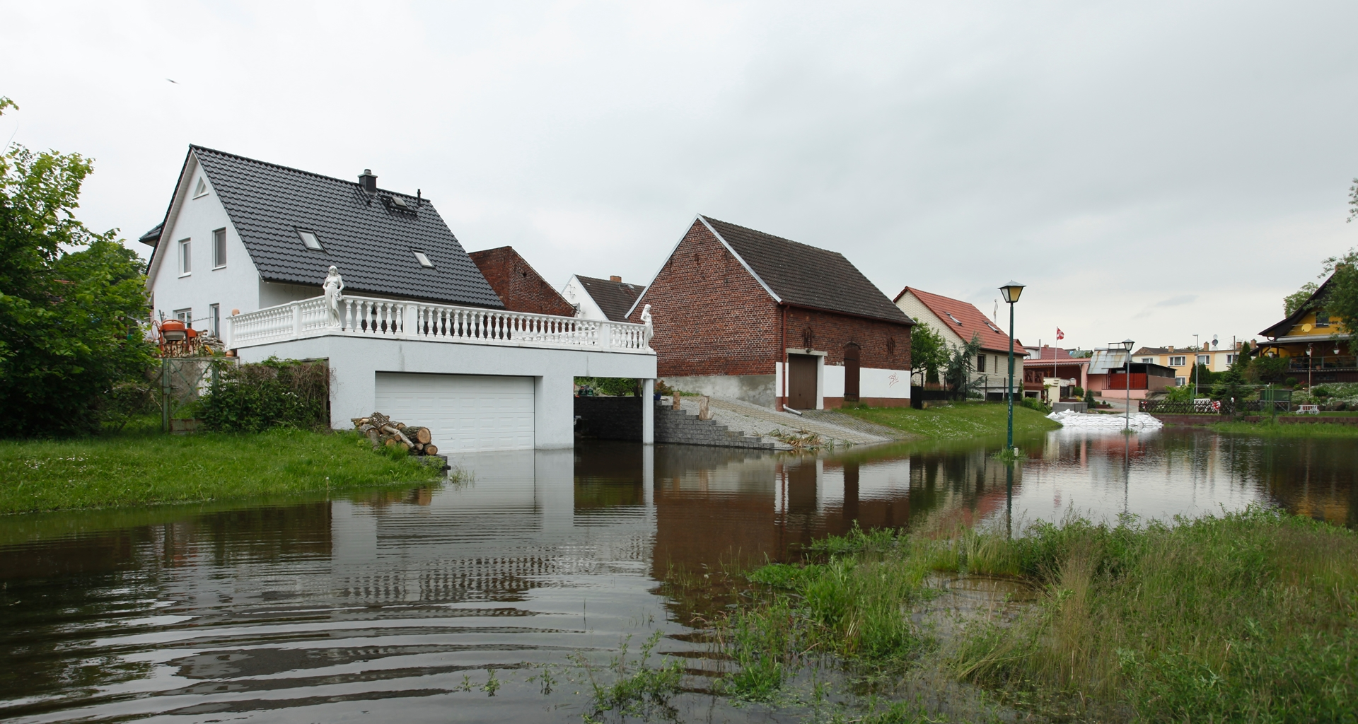 Tiefs bringen Starkregen und Überschwemmungen