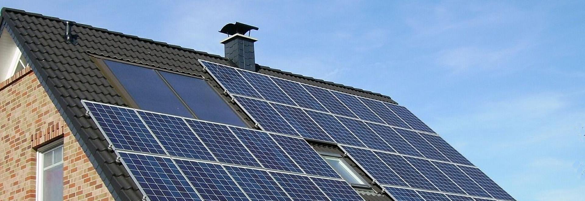 Ihre Photovoltaik-Anlage auf dem Dach hat viel Geld gekosten und soll nun möglichst lange halten. Wie muss ich die wertvolle Technik versichern? Wir beraten Sie individuell