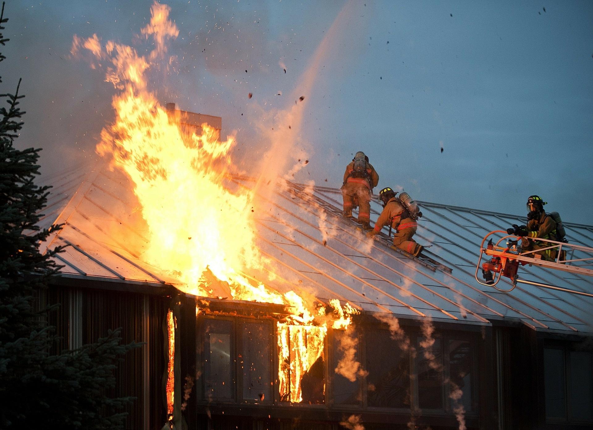 Hausbrand durch Silvesterraketen