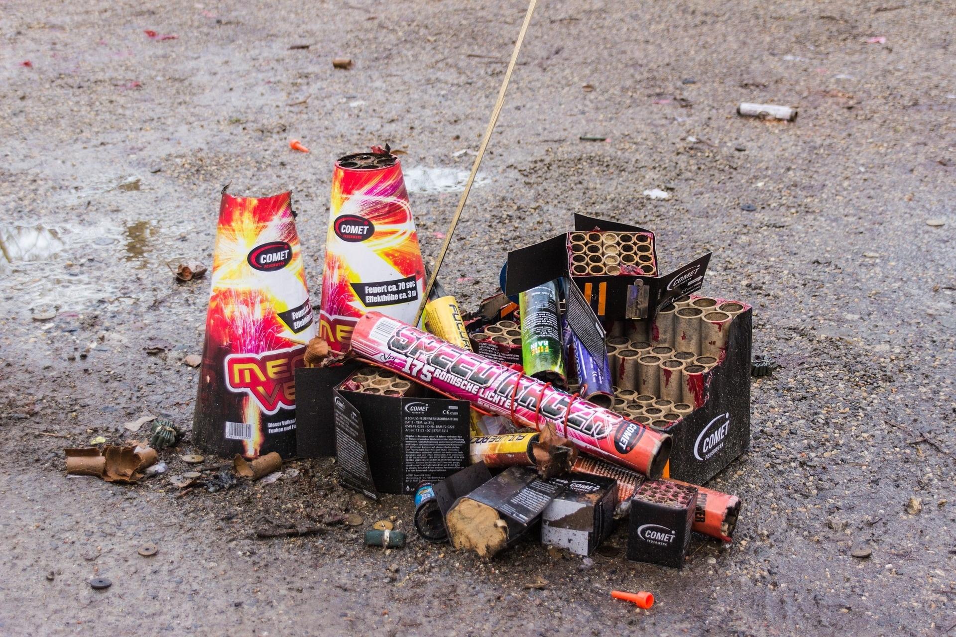 Für Schäden durch wildgewordenes Silvester-Feuerwerk haftet der Verursacher.