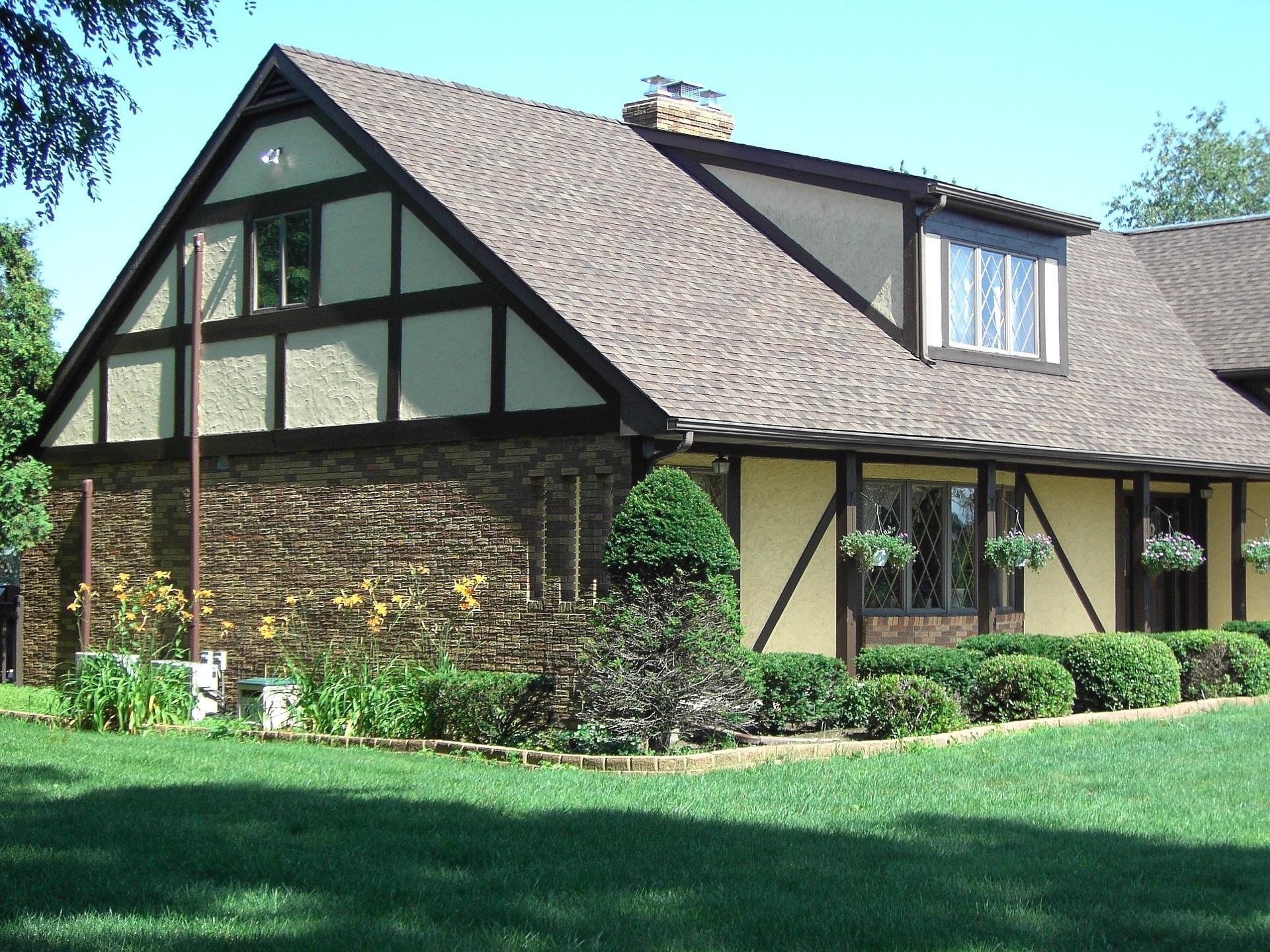 Entdeckst Du nach dem Kauf einer Immobilie versteckte Mängel, ist das nicht nur besonders ärgerlich sonder auch teuer. Eine Rechtschutzversicherung hilft, teure Überraschungen zu vermeiden.
