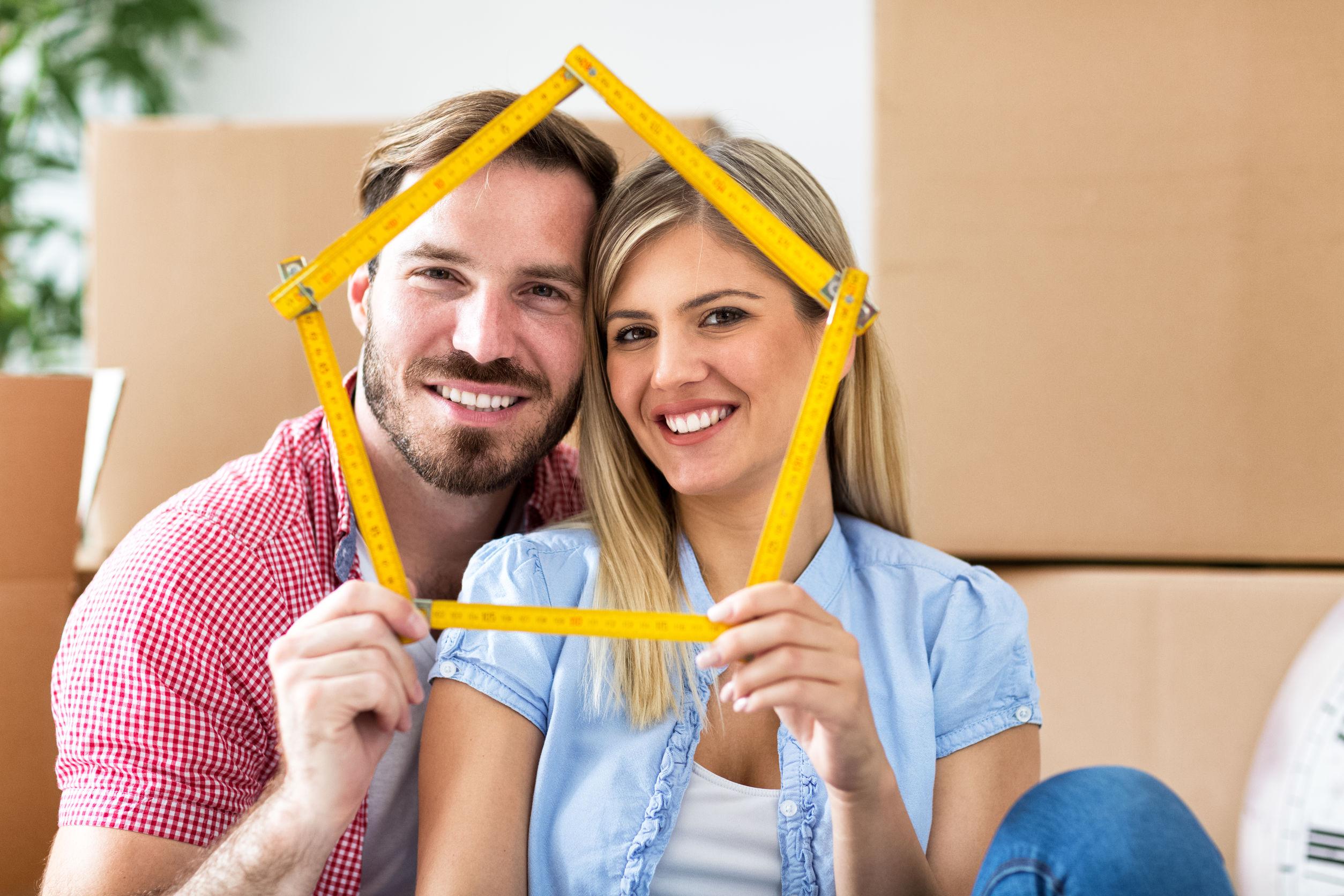 Eine Bauherrenversicherung sollten Bauherren am besten schon vor dem ersten Spatenstich abschließen