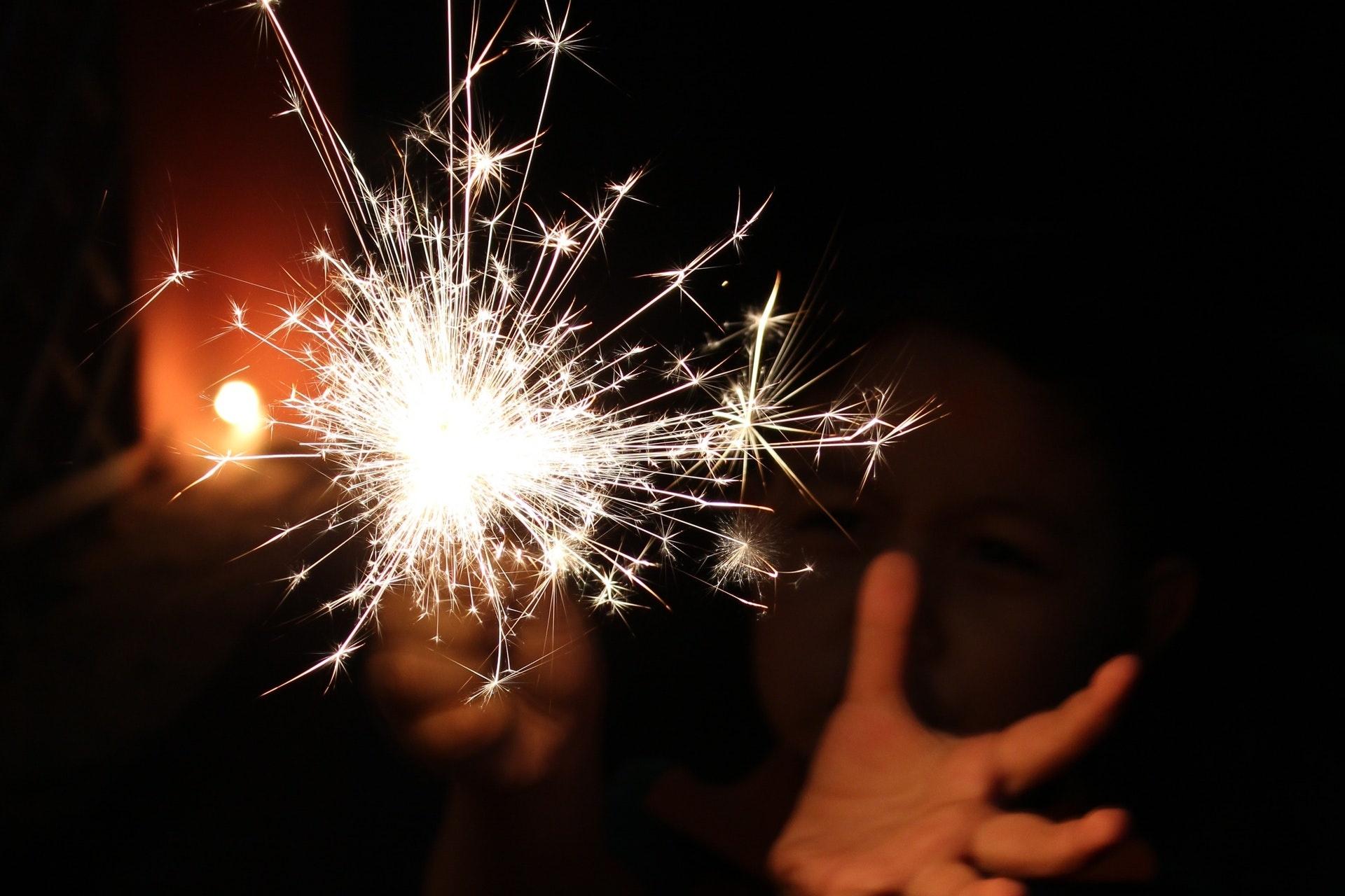 Kinder nicht alleine mit Feuerwerk hantieren lassen