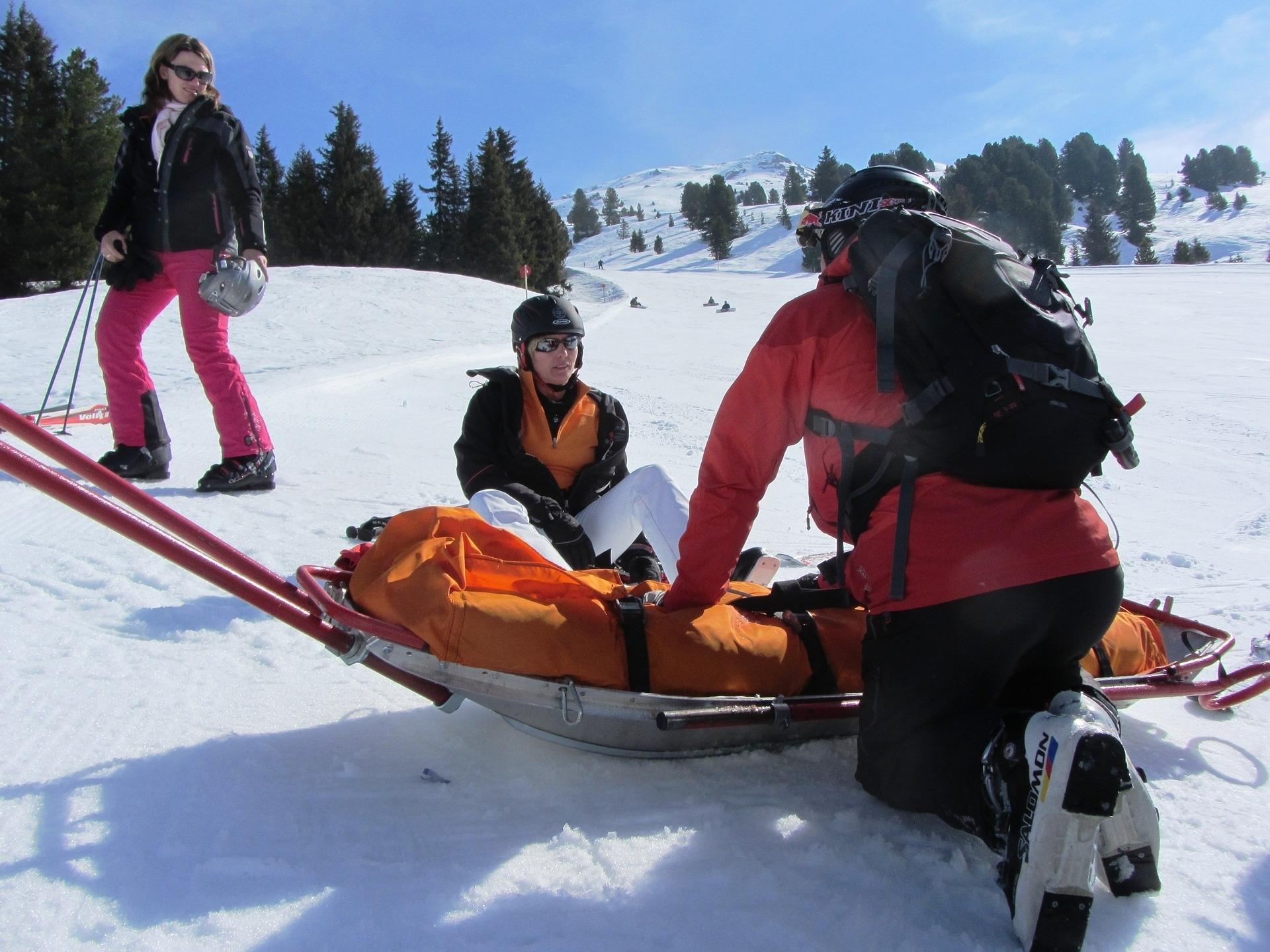 Bergung eines verunglückten Skifahrers durch die Bergrettung | Leo Forsbeck - Die Versicherungs-Experten